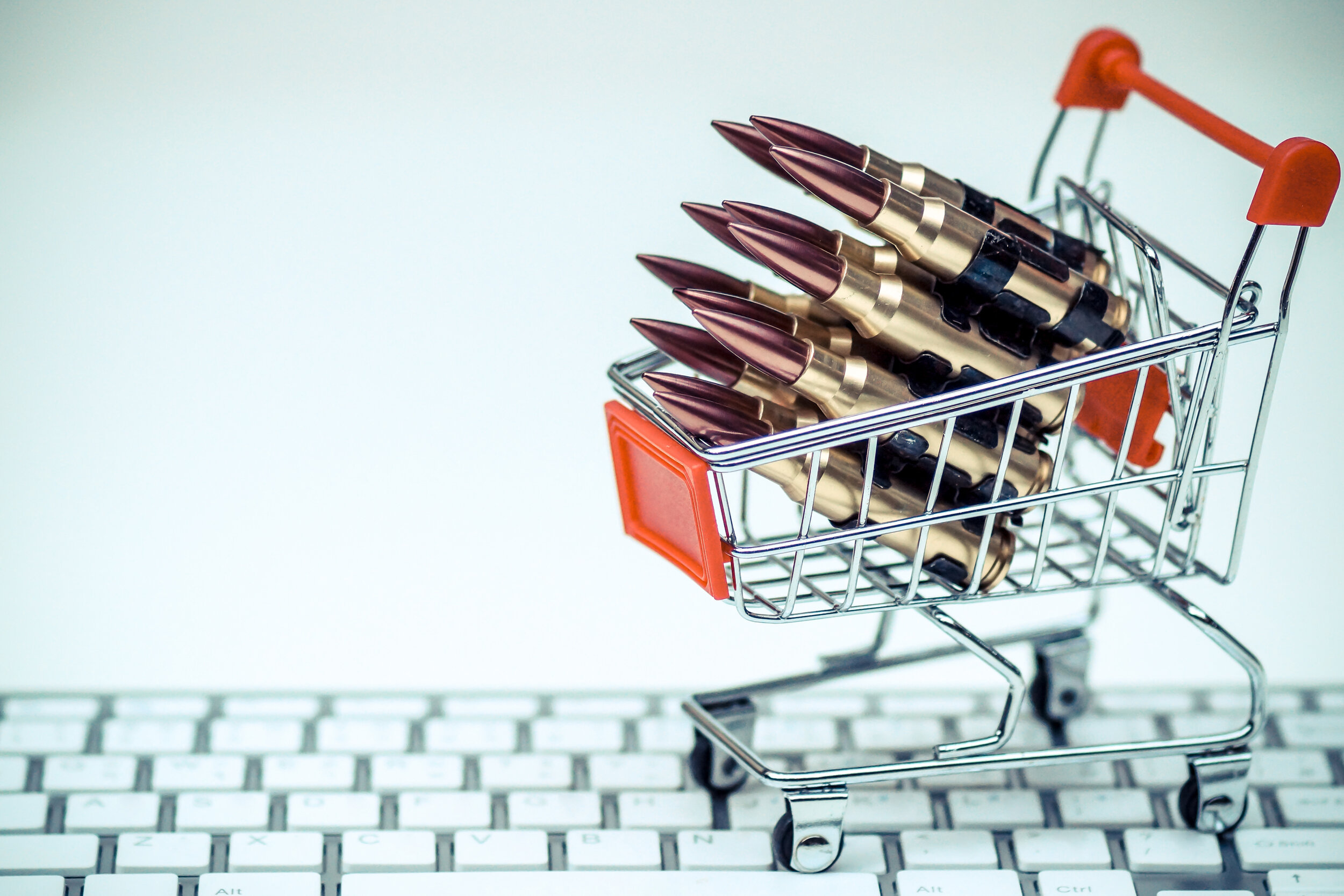 Weapons for Sale: How online communities contribute to the illegal proliferation of illicit weapons